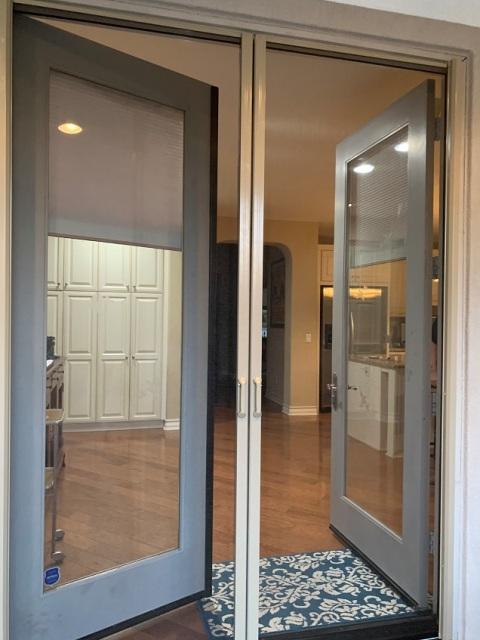 Retractable Screen Door2