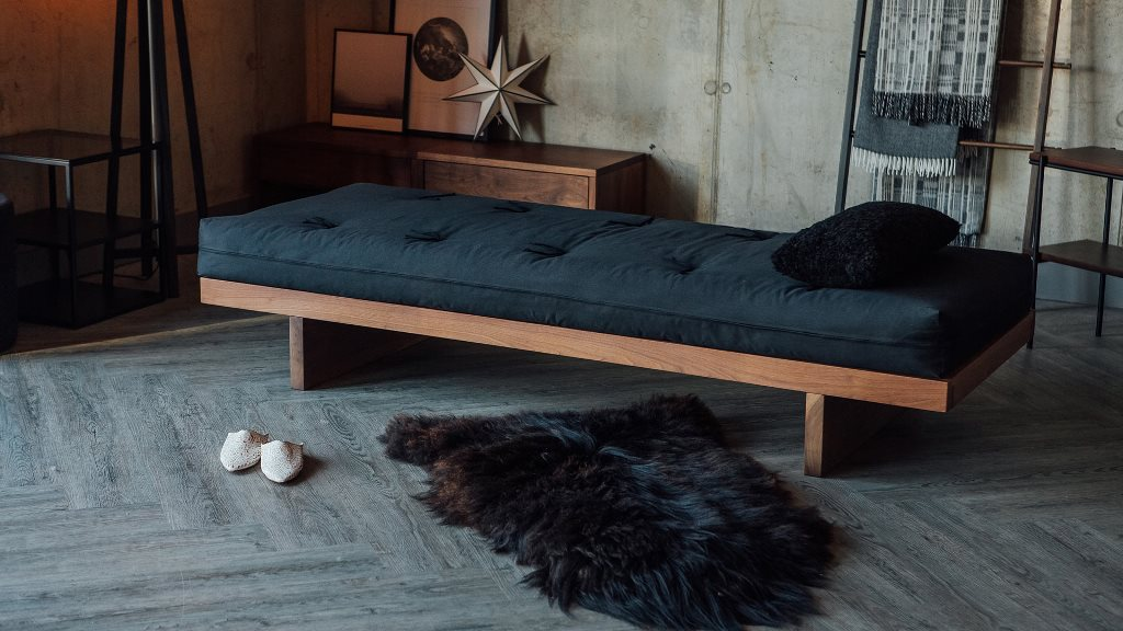 Which is better a futon or daybed