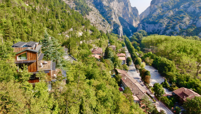 Building update: SME developers want to build more; ecolodge opens in Italy