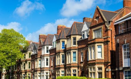 Welsh house prices exceed £200,000